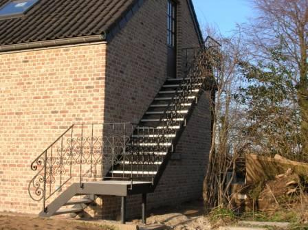 Rampe d 39 escalier en fer forg for Rampe d escalier exterieur en fer forge
